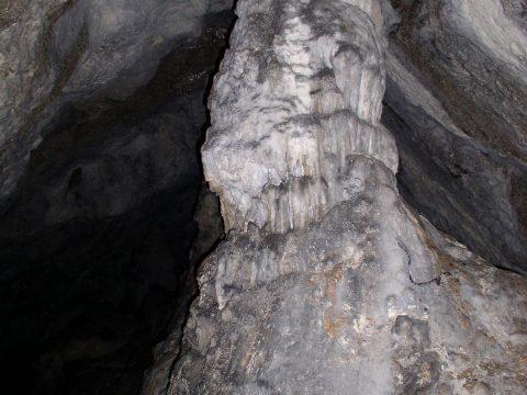 Stalagnát v jaskyni Aksamitka_V. Kunštárová